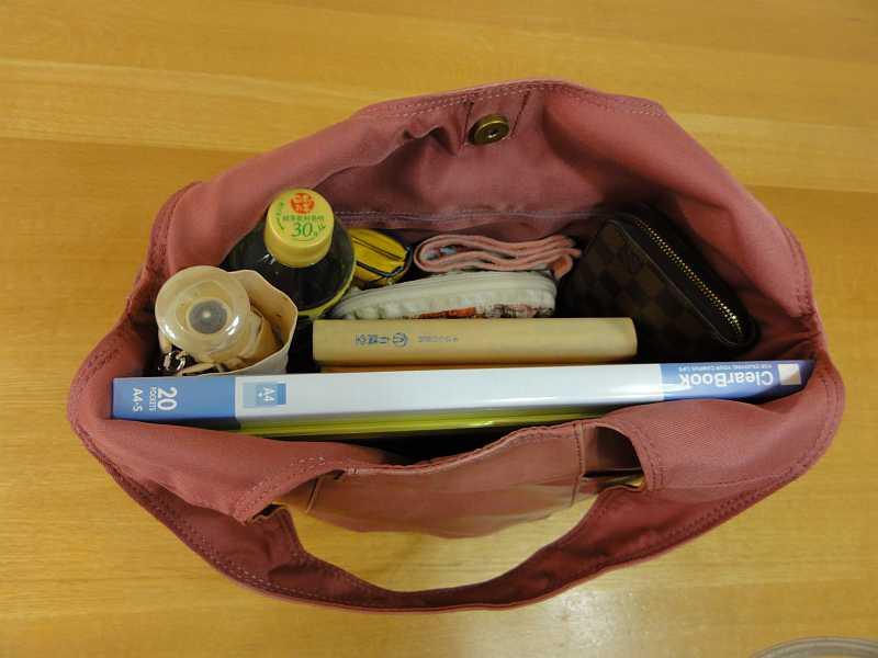 クロシェットのバッグに物を入れてみました