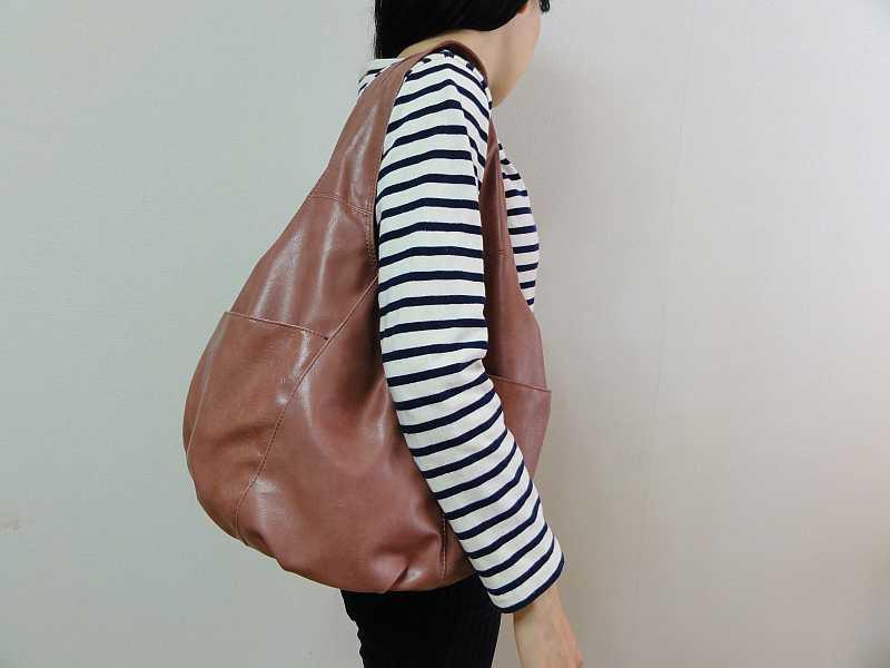 クロシェットのバッグ、横からの写真です