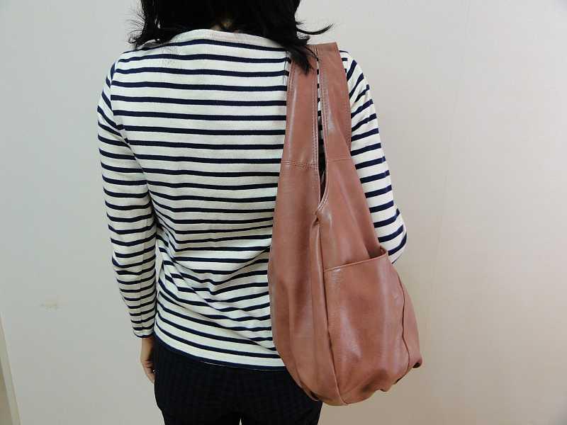 クロシェットのバッグ、後ろからの写真です