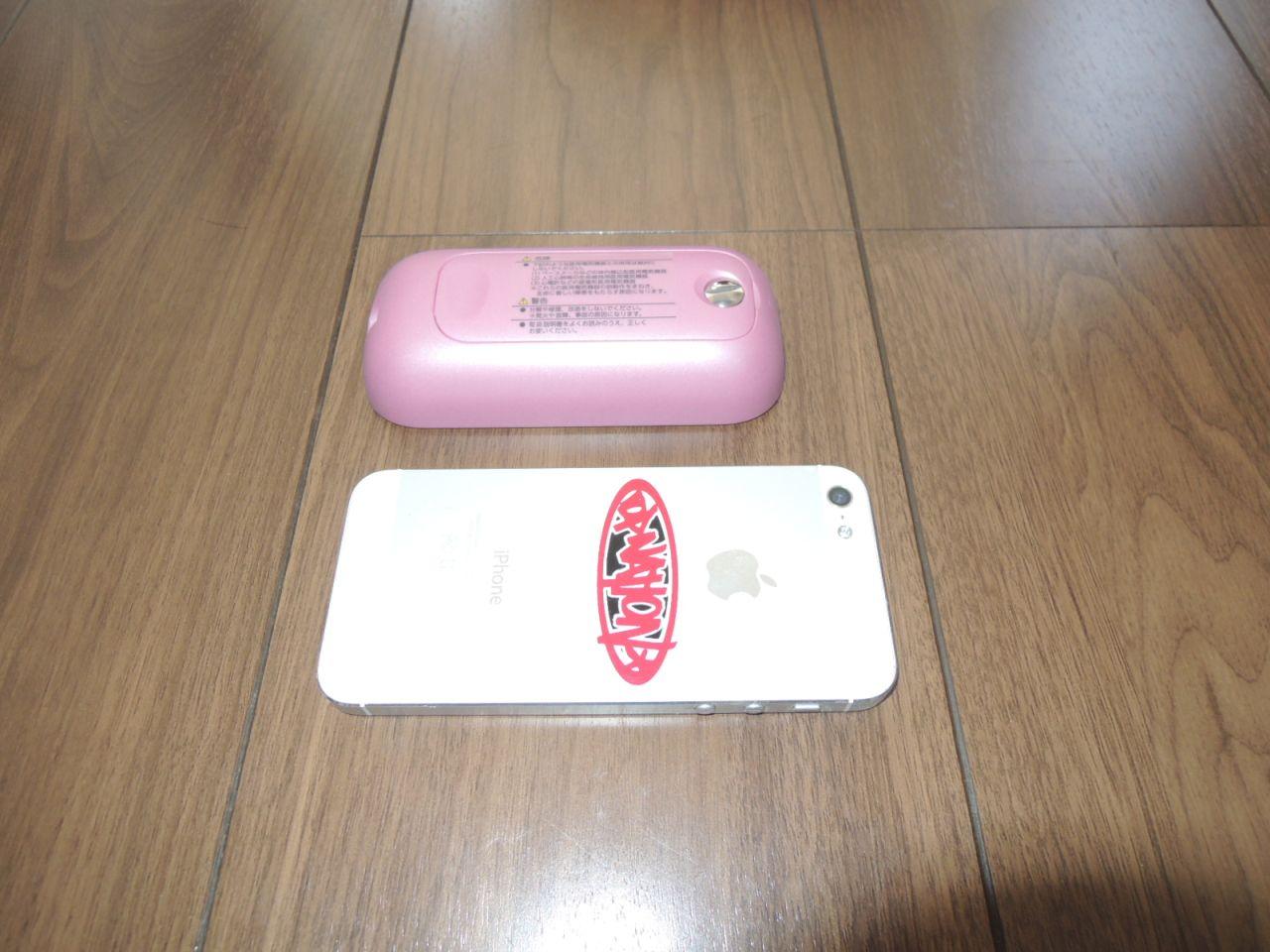 低周波機器とスマートフォンの大きさの比較